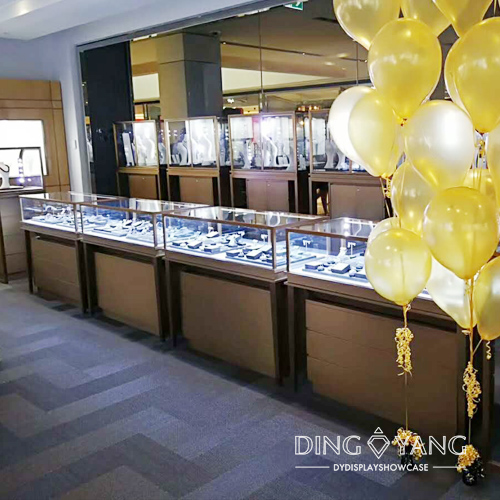 Luxurious Retail Jewelry Shop Interior Design Beauty Graceful And Classic