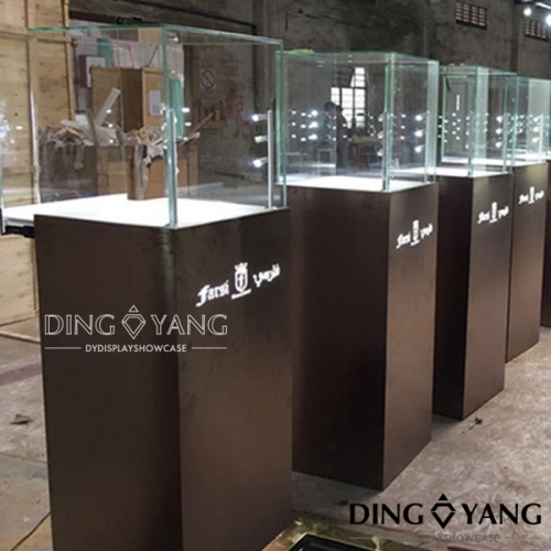 China Manufacturers Wholesale Pedestal Jewelry Showcase